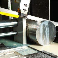 Производство деталей трубопровода. Ленточная пила. Оборудование.